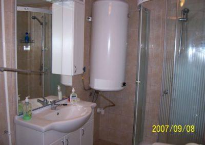 Sikondai apartman - Zuhanyzós fürdőszoba