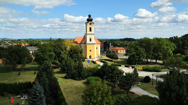 Balatonkeresztúr római katolikus templom - Image by http://www.balatonkeresztur.hu/