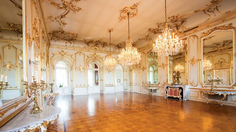 Keszthely Helikon kastély fehér tükörterem - Image by http://helikonkastely.hu/