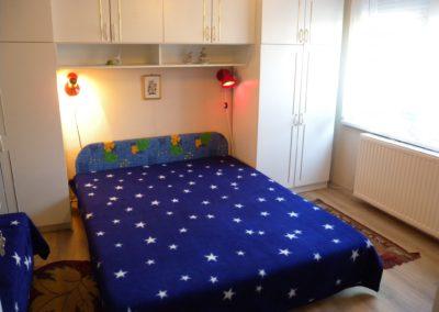 Balatoni apartman - Földszinti szoba (franciaágy + 1 ágy)